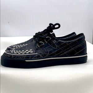 TUK Sneaker w/blk interlace upper & 2rings size 8